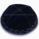 Kippa Terciopelo con Borde Azul y Olas Plateadas