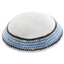 Kippa de hilo blanca bordes azules