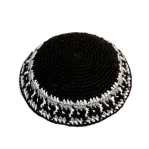 Kippa Negra con Lineas Blancas y Grises, Hilo